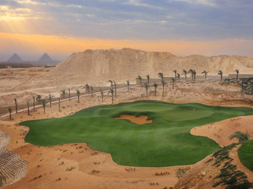 L'emozione di giocare a golf con vista sulla Piramidi