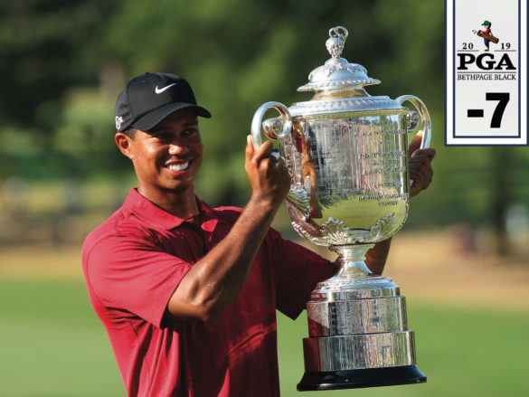Tiger Woods con il Wanameker Trophy del PGA Championship, nel 2007