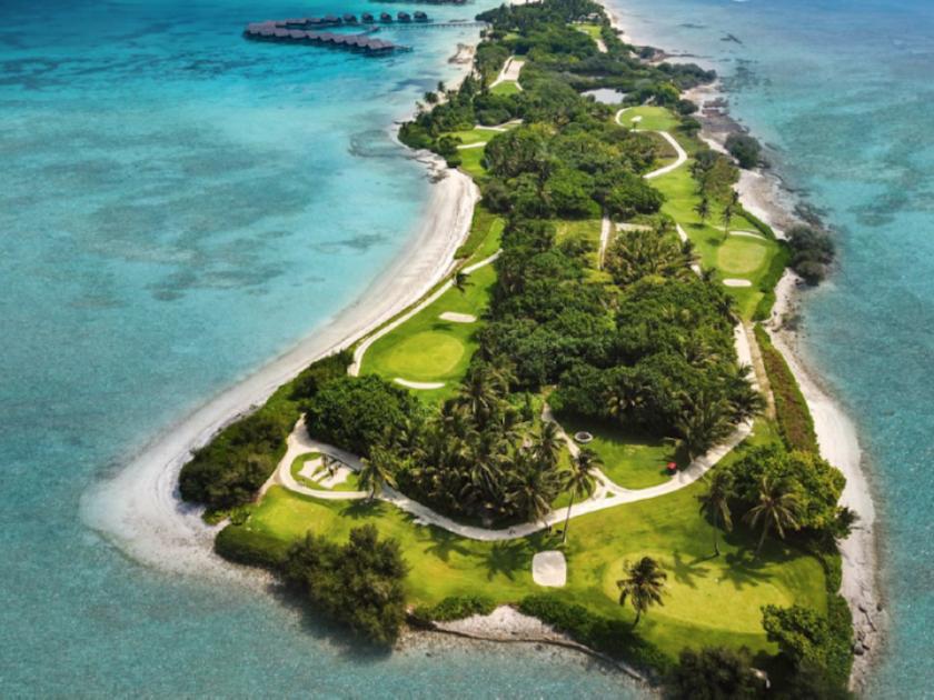 Alle Maldive con la sacca da golf